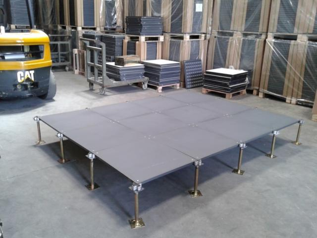 Foto: Installer Access Floor Dan Karpet